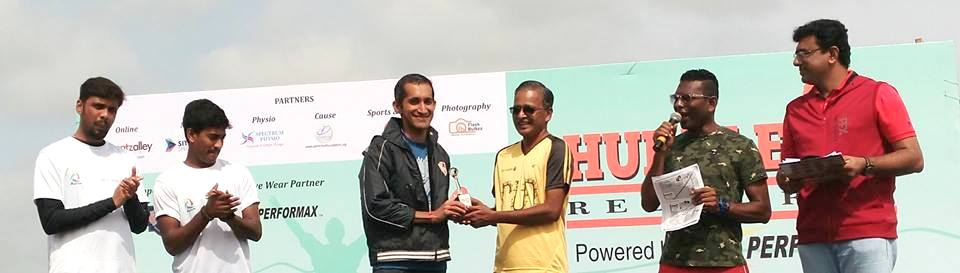 Rakshith Shetty receives an award