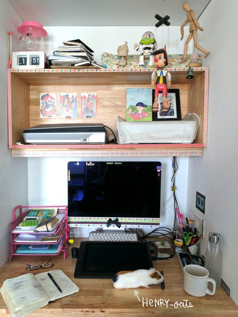 Alicia Souza's desk